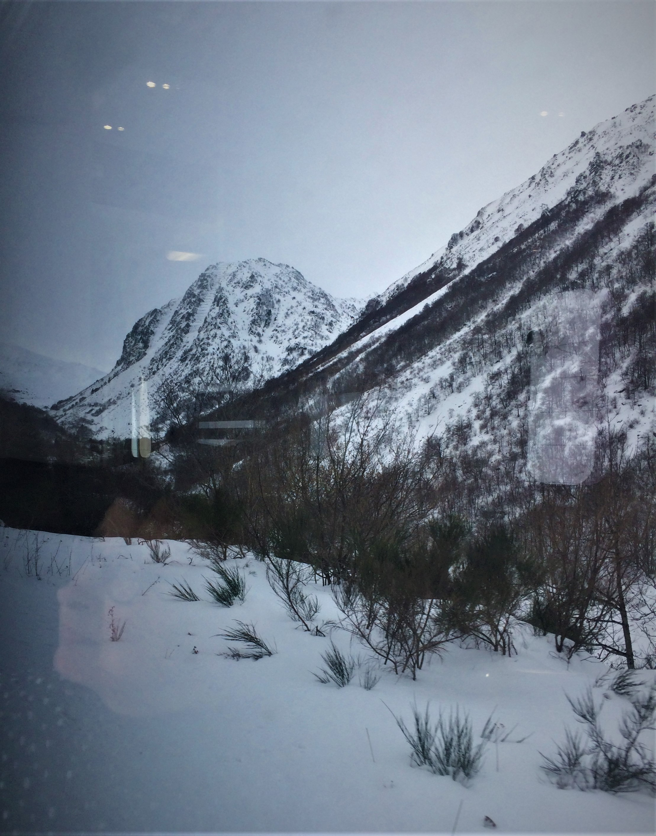 Paikallisjunilla yli Pyreneiden